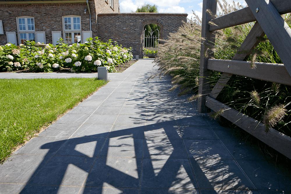 Casteele Tuinen - tuin, groenwerken, terras, verharding, beplanting, gazon, bloemen, snoeien, onderhoud, haag, afsluiting, tuinpad, pad, wandelpad - Machelen Deinze