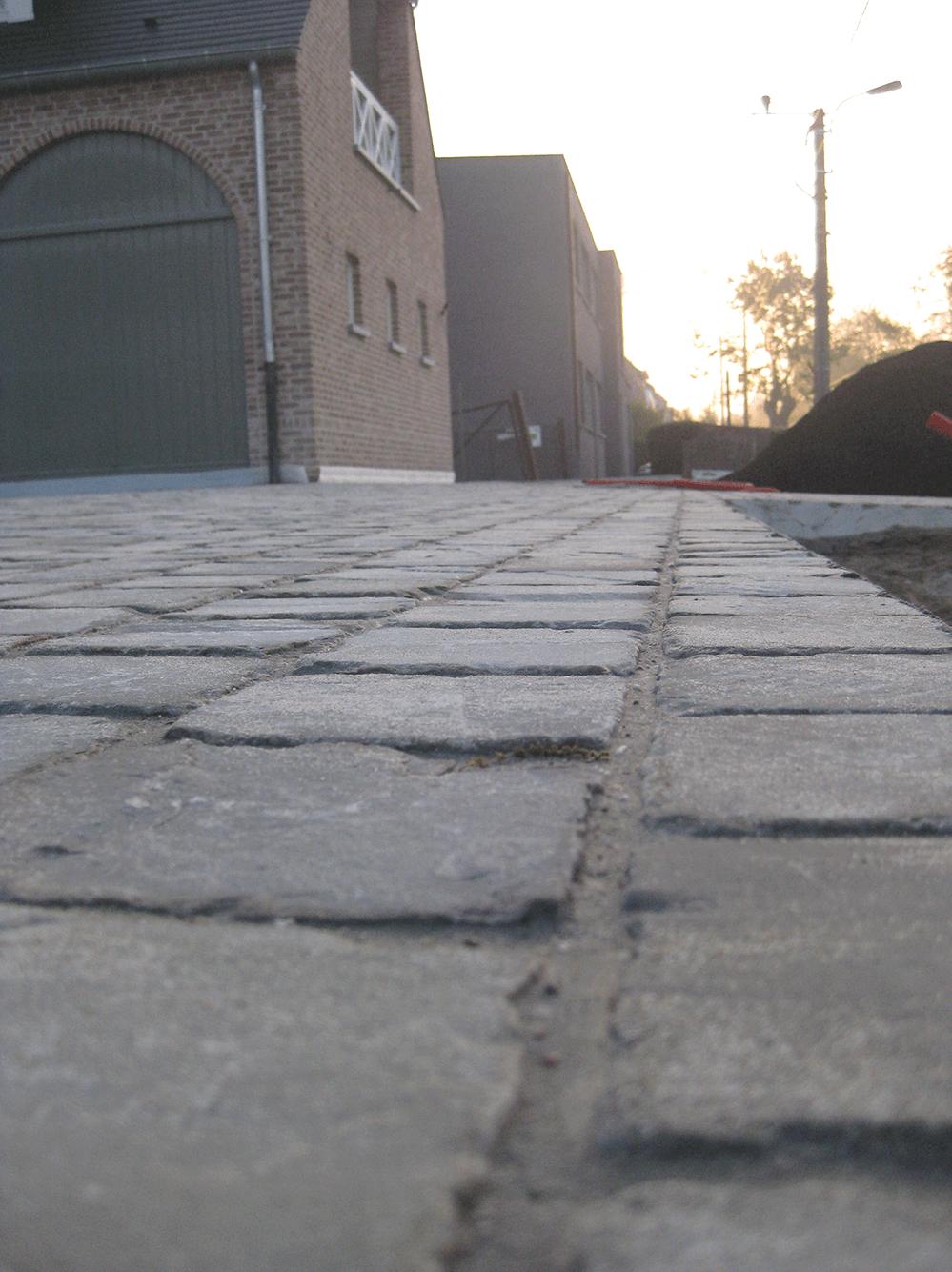 Casteele Tuinen - verharding, terras, pad, oprit, klinkers, afvoer -Kerkdreef Vichte 1